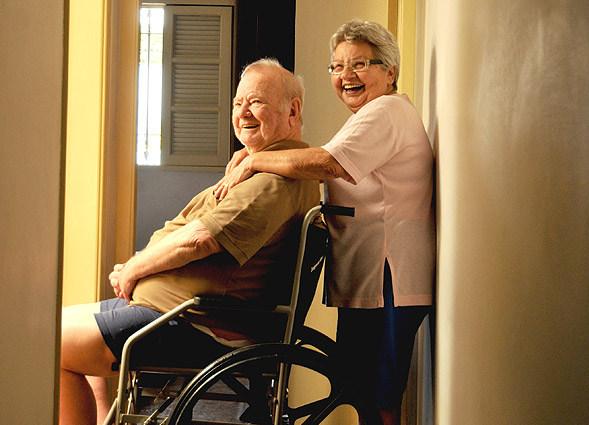 Idosos que cuidam de idosos